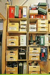 Regalansicht Elektrogeräte