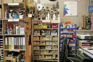 Regalansicht mit Schraubenboxen